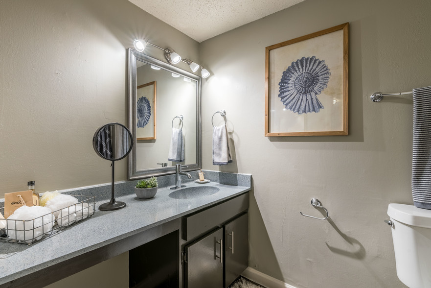 Toilet and Bath at The Beverly Apartments Orlando