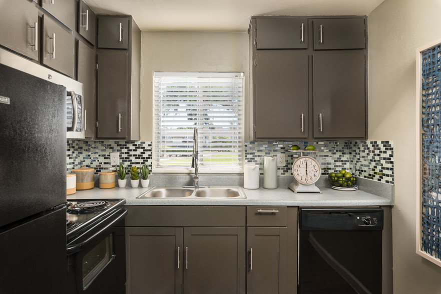 modern kitchen at The Beverly Apartments Orlando