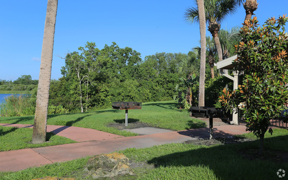 outdoor facility at The Beverly Apartments Orlando