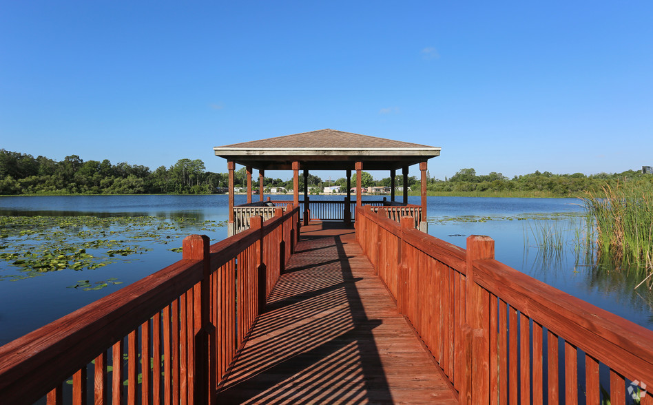 outdoor patio dock at The Beverly Apartments Orlando